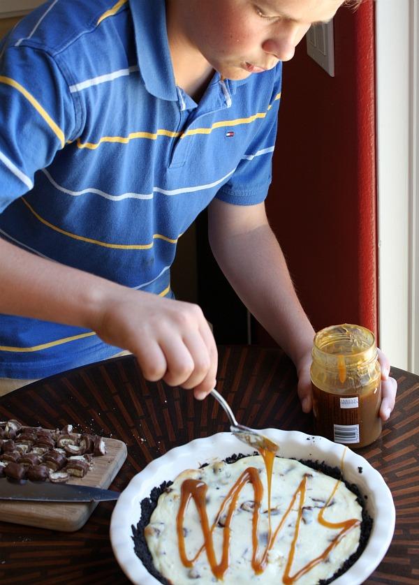 Twix Bar Cheesecake Pie | RecipeBoy