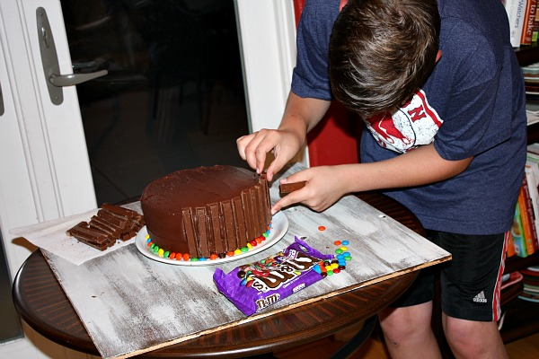 making a Kit Kat Cake