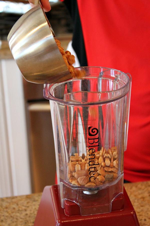 Homemade Honey- Roasted Peanut Butter | RecipeBoy