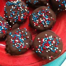 Chocolate Covered Peanut Butter Pretzels - RecipeBoy.com