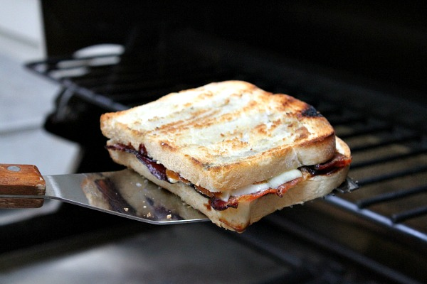 Barbecue Bacon Smoked Cheddar Grilled Cheese - RecipeBoy.com 8