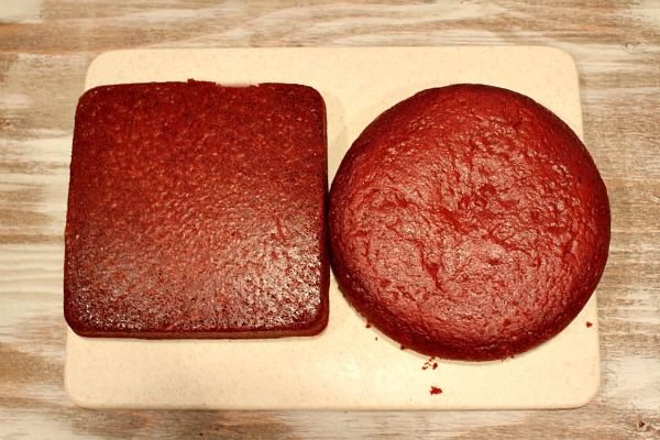 How To Make A Round Cake Into A Heart
