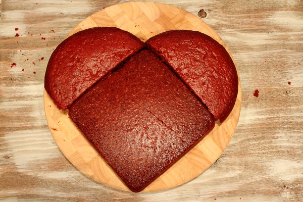 Make A Heart Shaped Cake From A Round Pan