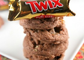 Twix Bar Chocolate Pudding Cookies #recipe - RecipeBoy.com