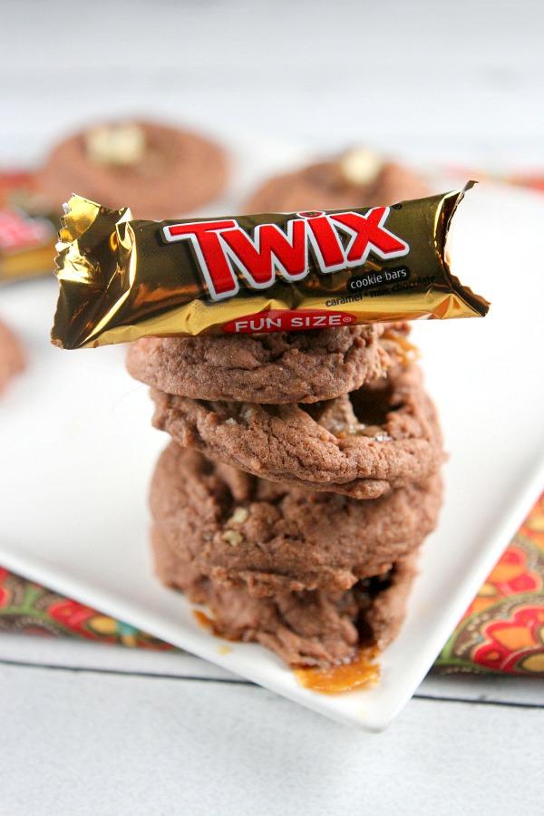 Twix Bar Chocolate Pudding Cookies #recipe - RecipeBoy.com