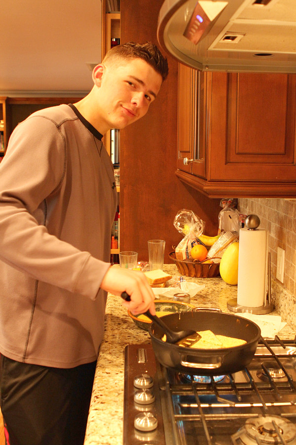RecipeBoy making Breakfast