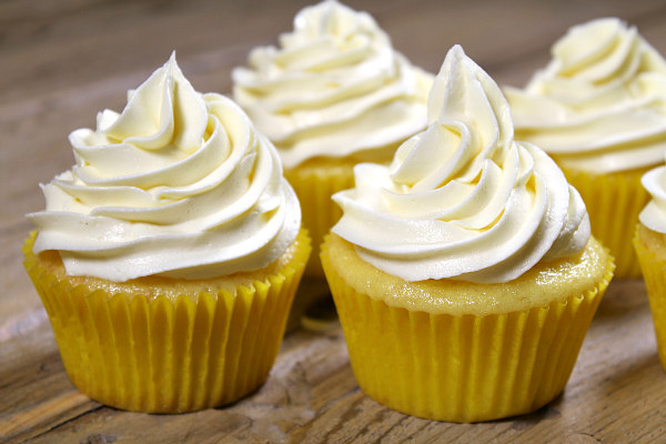 Frosted Lemon Cupcakes